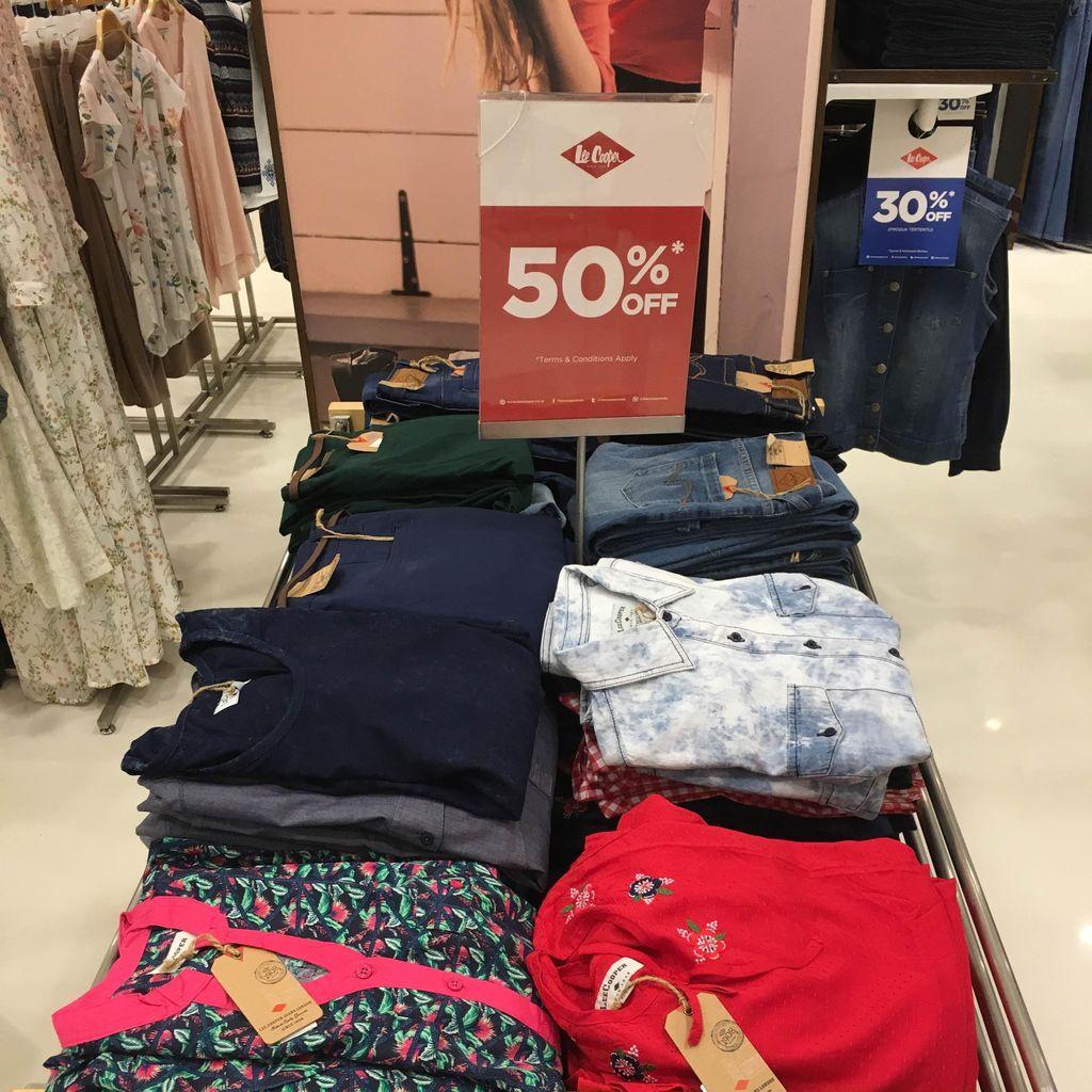 Jelang Valentine, Jeans Hingga Kosmetik Diskon di Metro Dept. Store