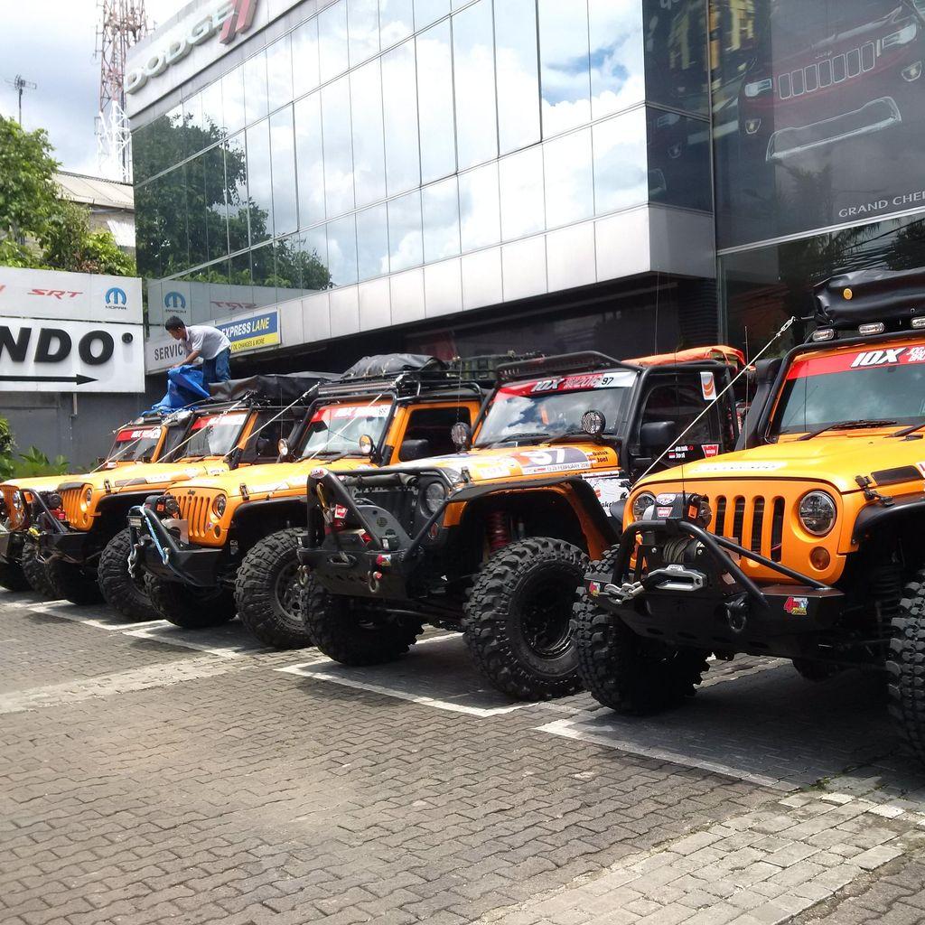 Ketangguhan Jeep di Medan Berlumpur Diuji