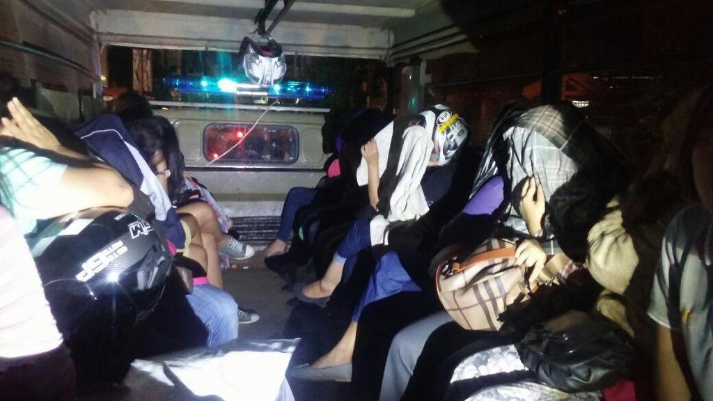 Belasan Pasangan Mesum Terjaring Operasi Malam Valentine di Makassar