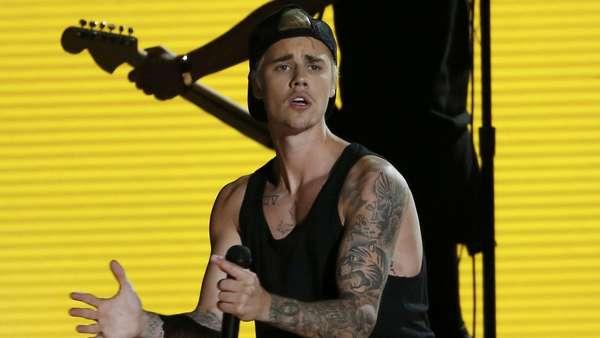 Justin Bieber dan Jack U Nge-band di Grammy 2016