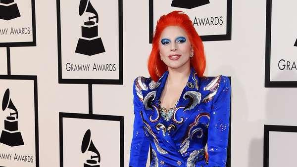 Lady Gaga Bergaya ala David Bowie di Grammy Awards 2016