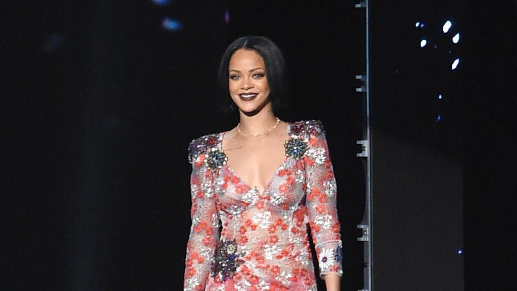 Rihanna Batal Tampil di Grammy Awards karena Infeksi Pita Suara