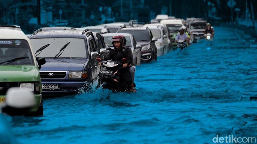Pintu Air Angke Hulu Jakbar Siaga 1, Waspada Banjir!
