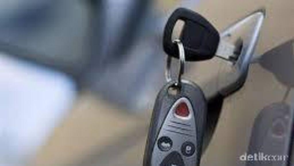 Menunggu Penggantian Remote Mobil