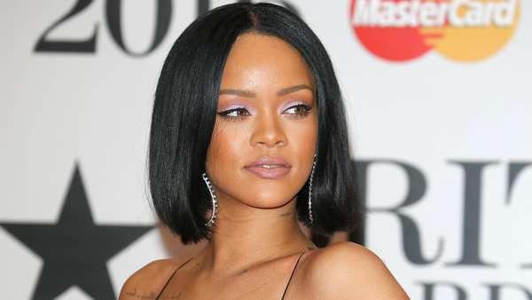 Penampilan Rihanna di Red Carpet BRIT Awards 2016