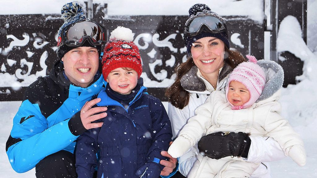 Pertama Kali Main Salju, Pangeran George dan Putri Charlotte Gemesin!