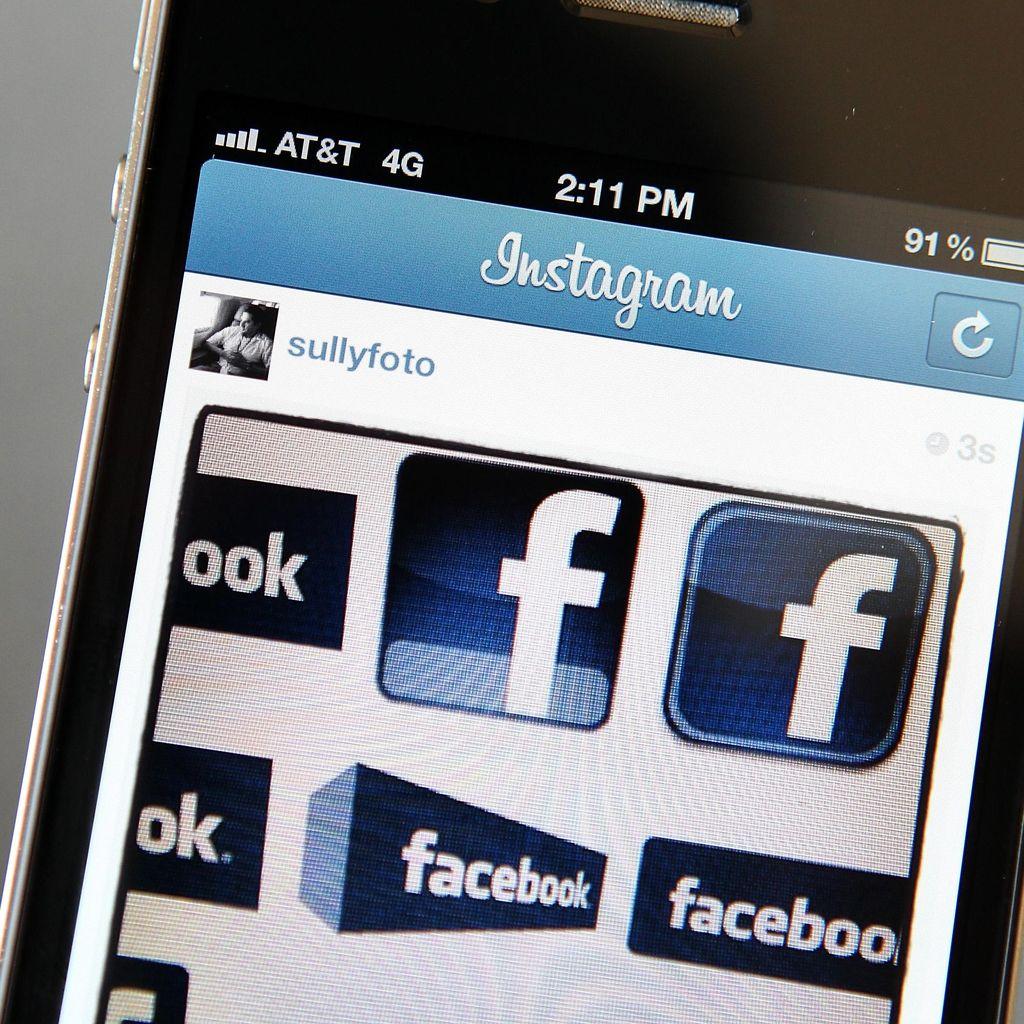 Facebook vs Twitter bak Bumi dan Langit