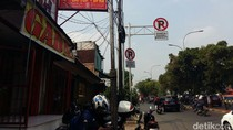 Jika Berizin, Gadai Pinggir Jalan Tak Perlu Pasang Iklan di Tiang Listrik