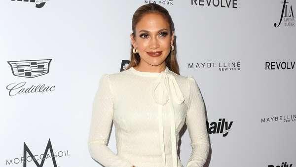 Pretty in White, Jennifer Lopez