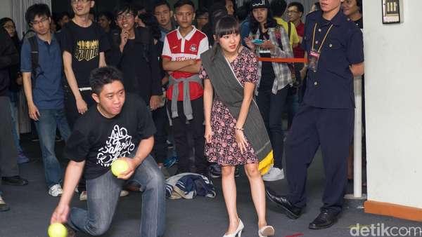 Intip Keseruan JKT48 Main Games Bareng Fans di Handshake Festival!