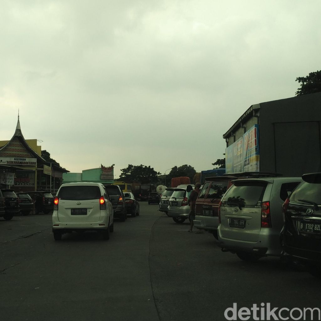 Antisipasi Macet Long Weekend, Polisi Larang Masyarakat 2-3 Jam di Rest Area