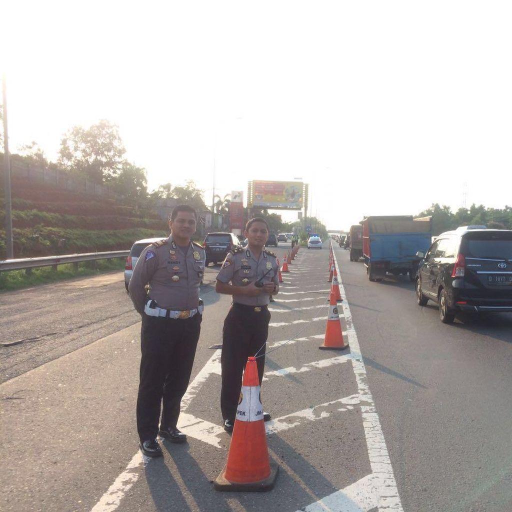 Volume Kendaraan Tol Cikampek Meningkat, Padat di Rest Area KM 19