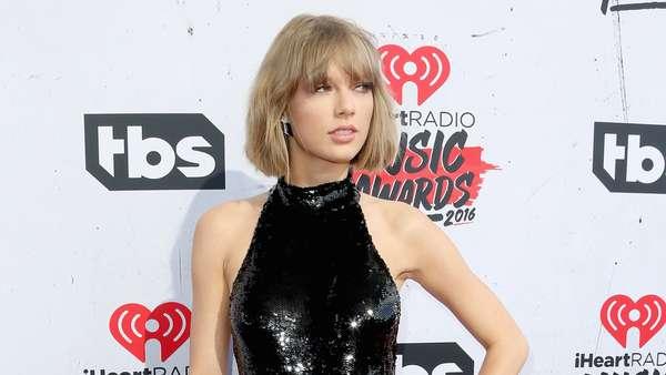 Taylor Swift Dibalut Jumpsuit Superketat