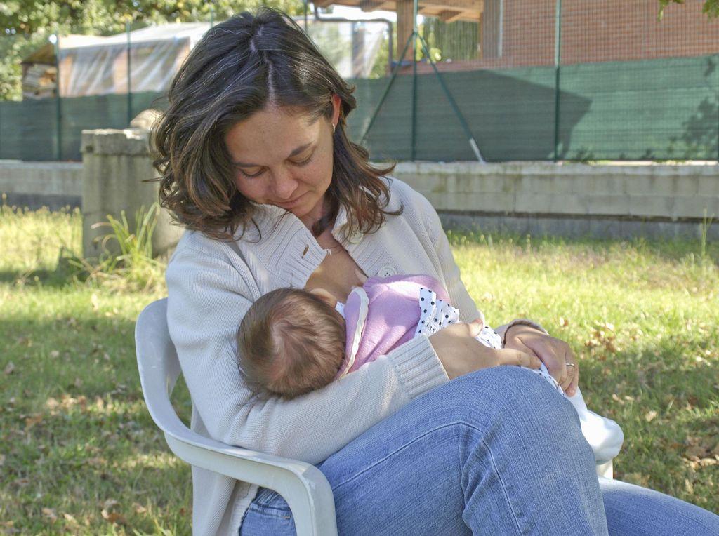 Demi Kesehatan dan Kecerdasan Anak, Yuk Berikan ASI Eksklusif