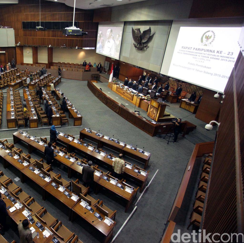 Tarik Ulur Syarat Anggota DPR, Mendagri Yakin Revisi UU Pilkada Tak Molor