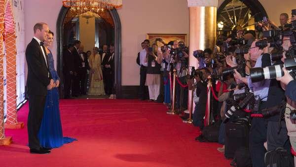 Stunning! Kate Middleton Anggun Bergaun Biru di India
