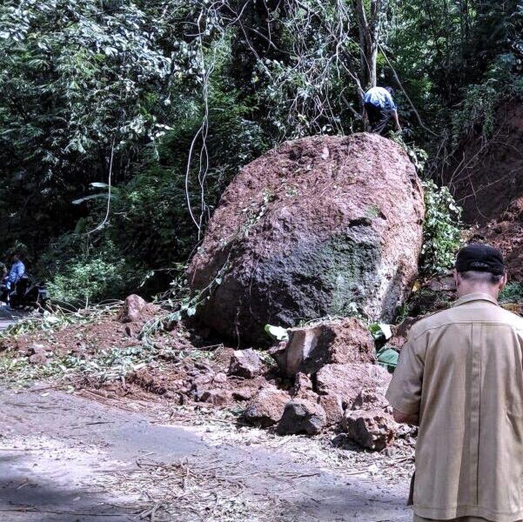 Batu Raksasa Menggelinding dari Tebing, Tutup Akses ke Palabuhanratu