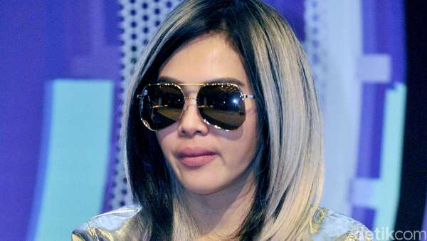 Syahrini Berambut Ombre, Yay or Nay?