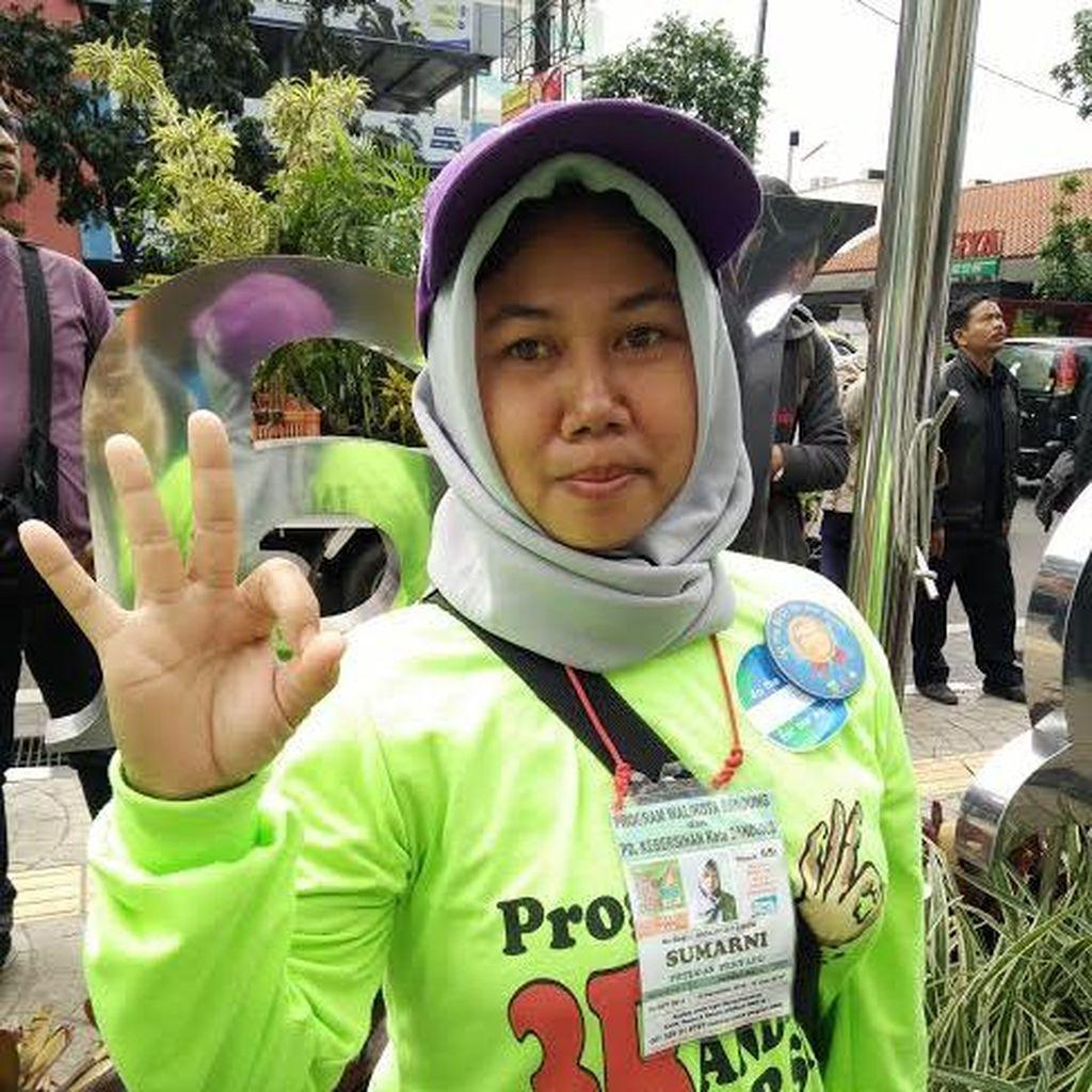 Kisah Sumarni, Perempuan Penyapu Jalan di Kota Bandung Tentang Hari Kartini