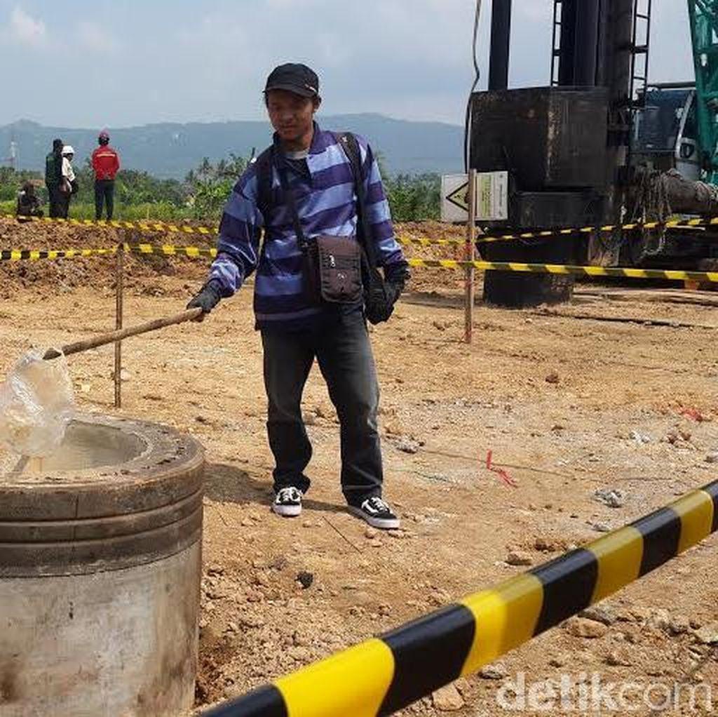 Semburan Gas Keluar dari Tiang Pancang Jembatan JLS Pacitan
