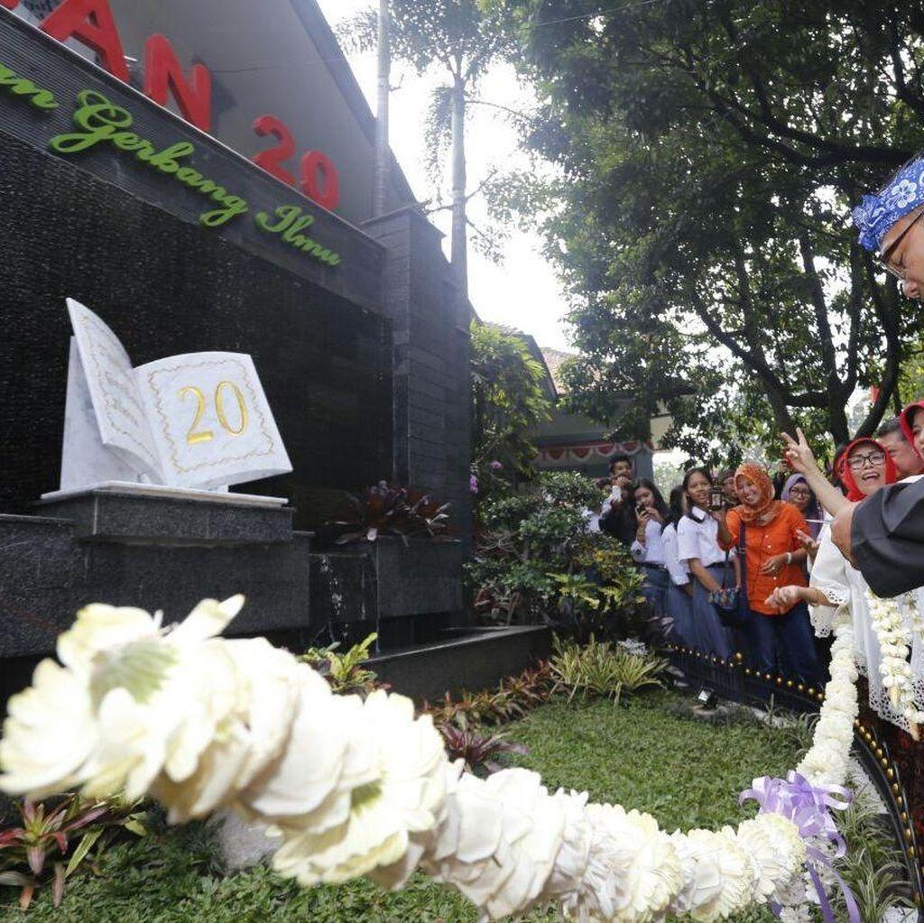 SMA di Bandung Ini Punya Taman Keren dan Toilet Ramah Lingkungan