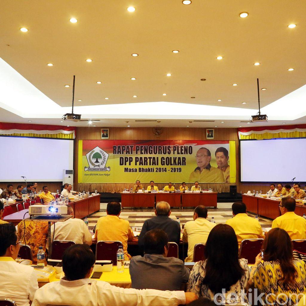 Ical Ada di AS, Agung Laksono Pimpin Pleno Golkar Bahas Munaslub