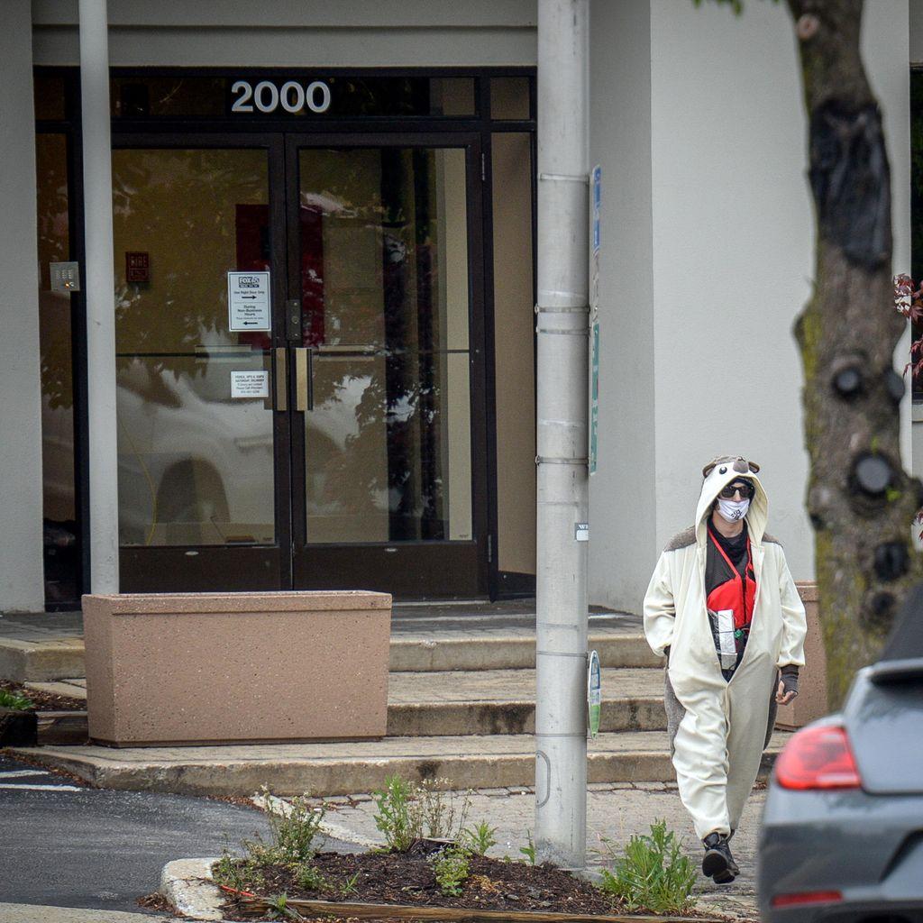 Ancam Ledakkan Kantor Televisi AS, Pria Berbaju Panda Ditembak Polisi