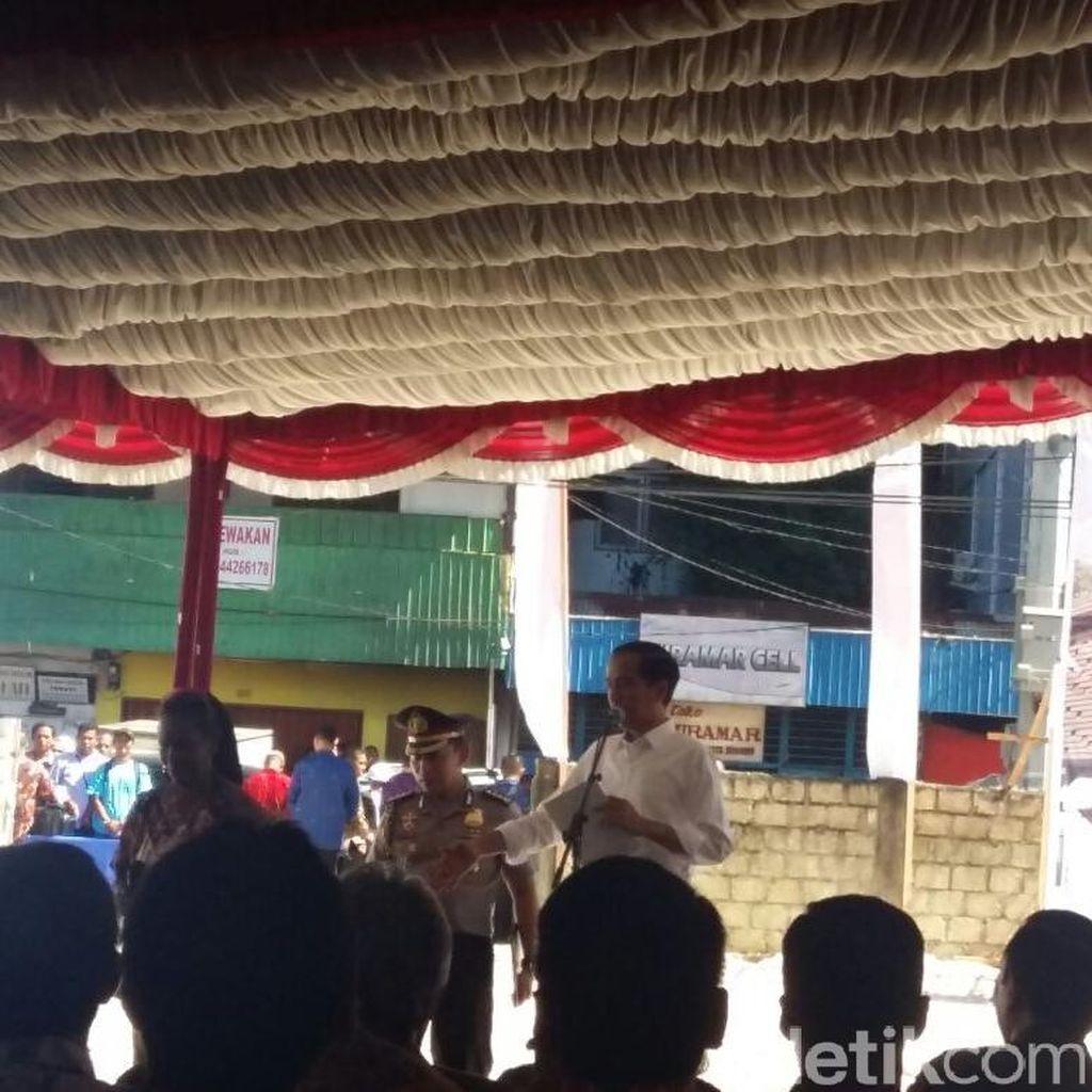 Pesan Jokowi ke Pedagang Pasar: Tidak Kumuh, Senyum, dan Pakai Celemek