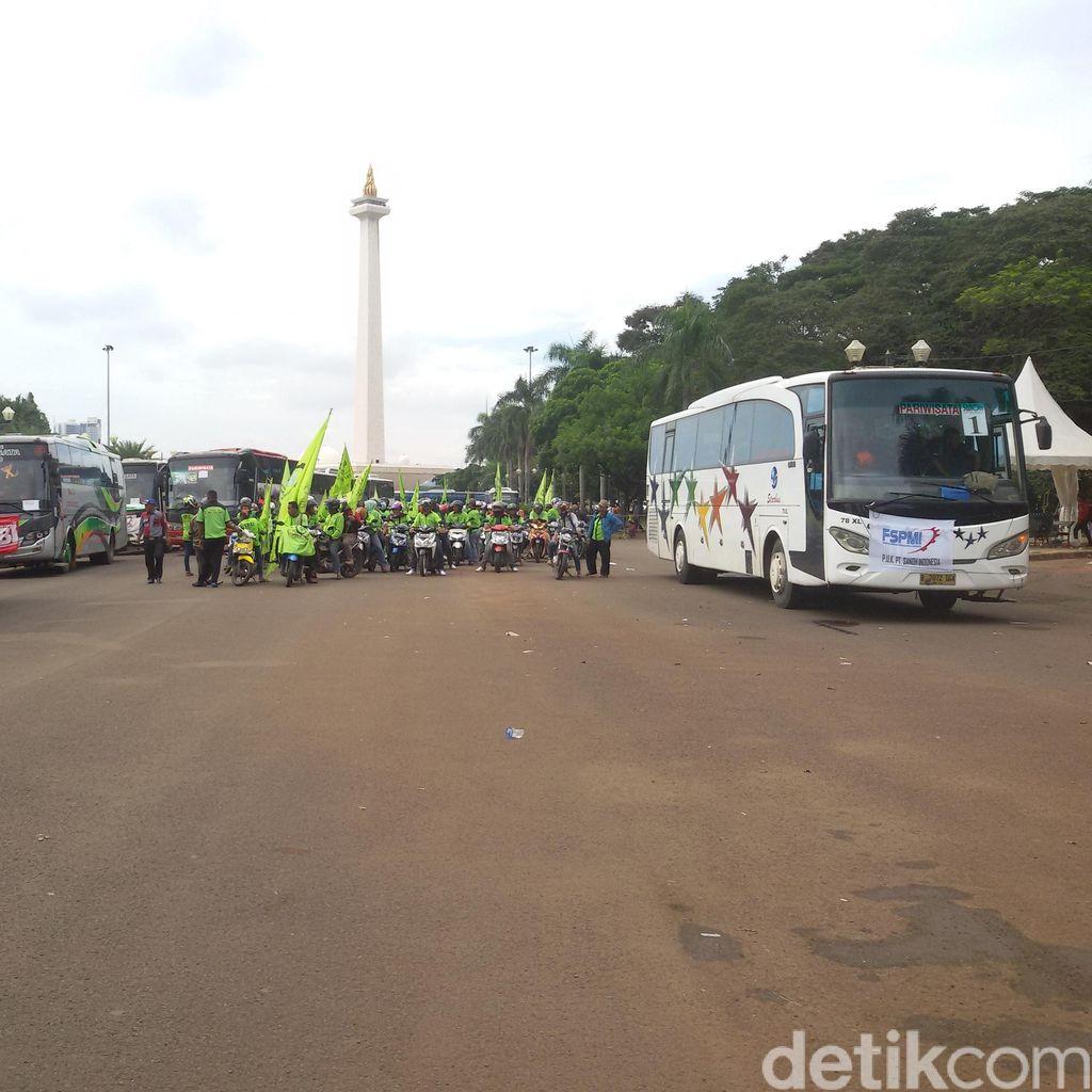 Massa Buruh dari Istana Mulai Bergerak ke Stadion GBK