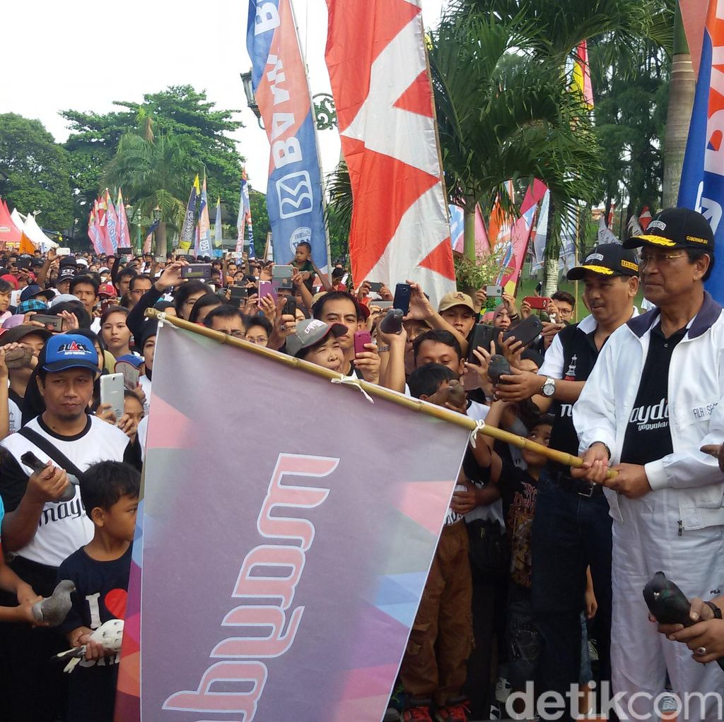 Peringati May Day, Sultan HB X Jalan Sehat Bersama Buruh