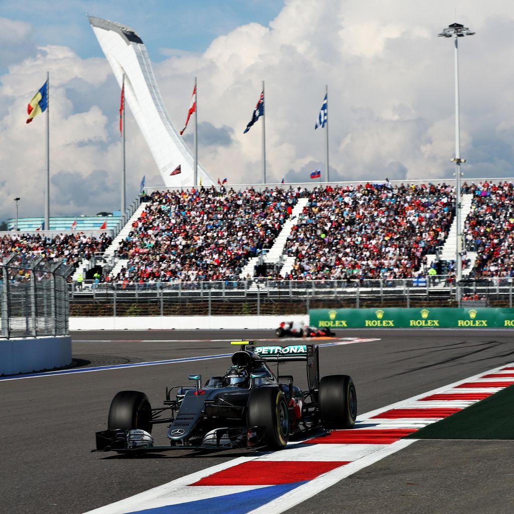 Rosberg Menang Lagi, Balapan Rio Berakhir Dini