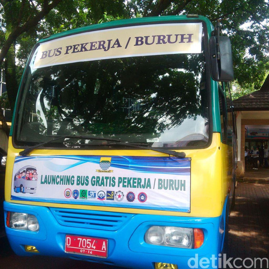 Menaker Hanif dan Ridwan Kamil Luncurkan Bus Gratis Khusus Buruh di Bandung