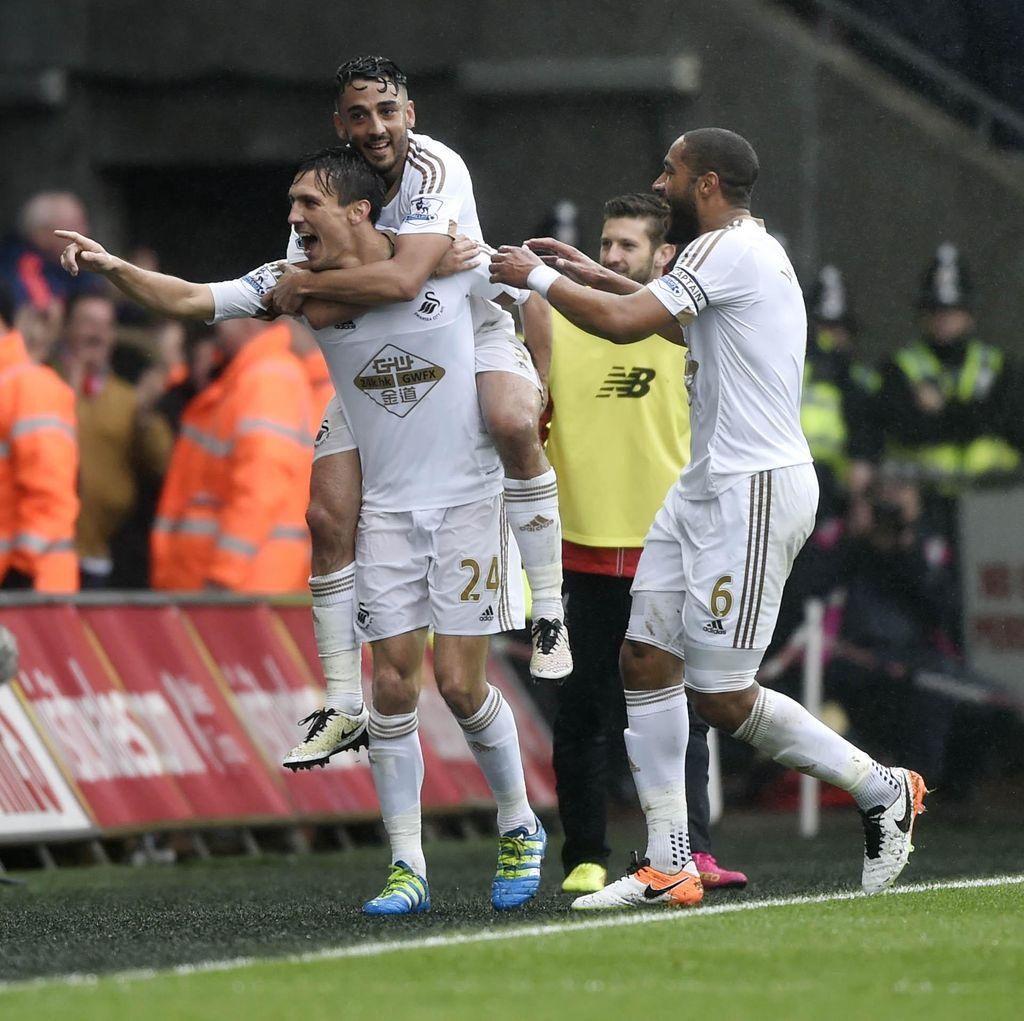 Swansea Kalahkan Liverpool 3-1