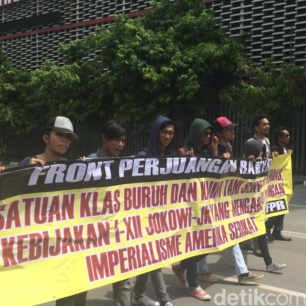 Massa Buruh Long March dari HI ke Istana Merdeka, Kendaraan Dialihkan ke Busway