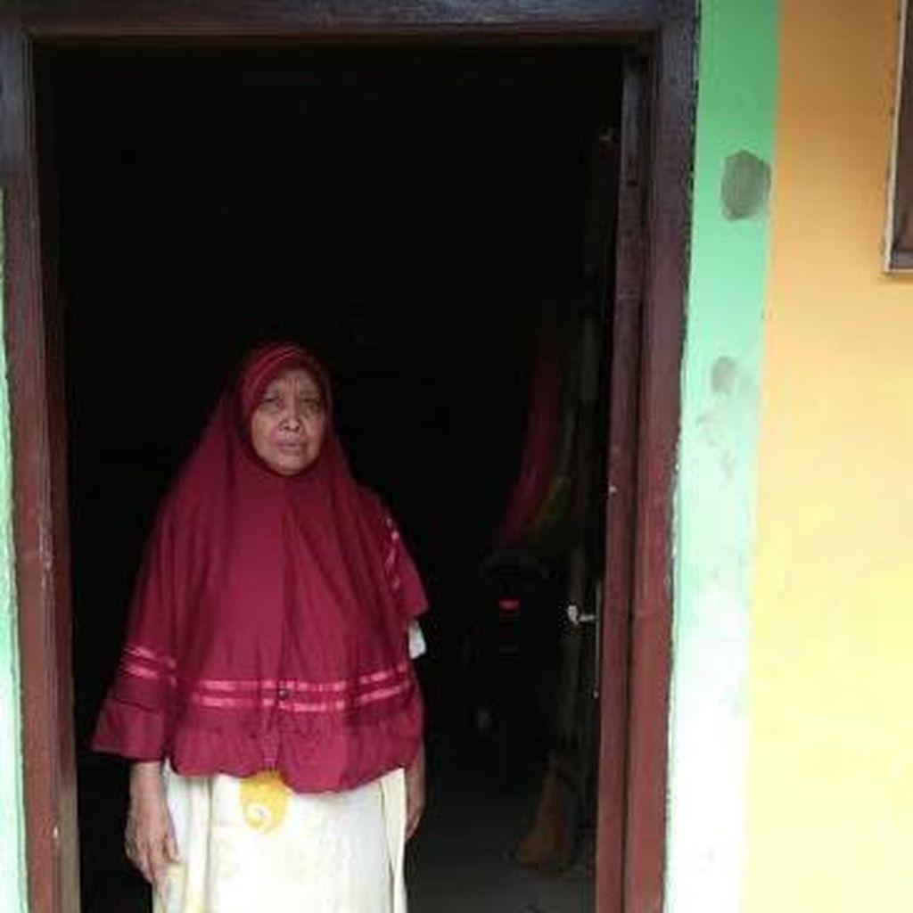 Air Panas yang Keluar dari Lantai Rumah Onah di Jakut Dijadikan Obat oleh Warga