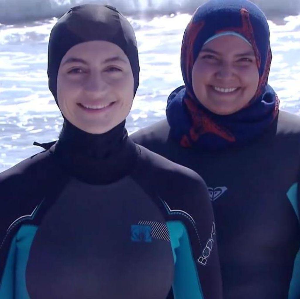 3 Hijabers Peselancar Ungkap Cerita Berselancar Pakai Hijab