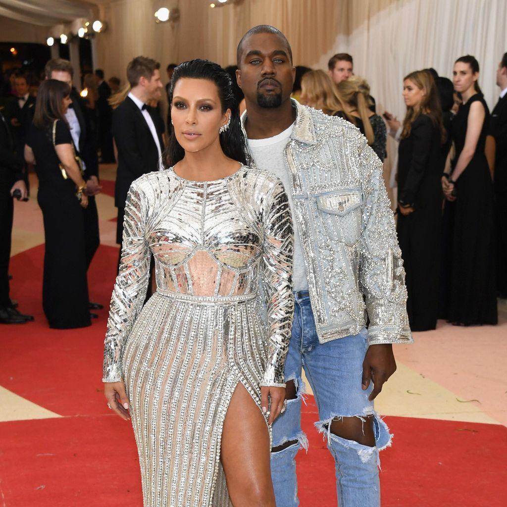 Bergaya Futuristik Bareng Kanye West, Kim Kardashian Jadi Robot Seksi