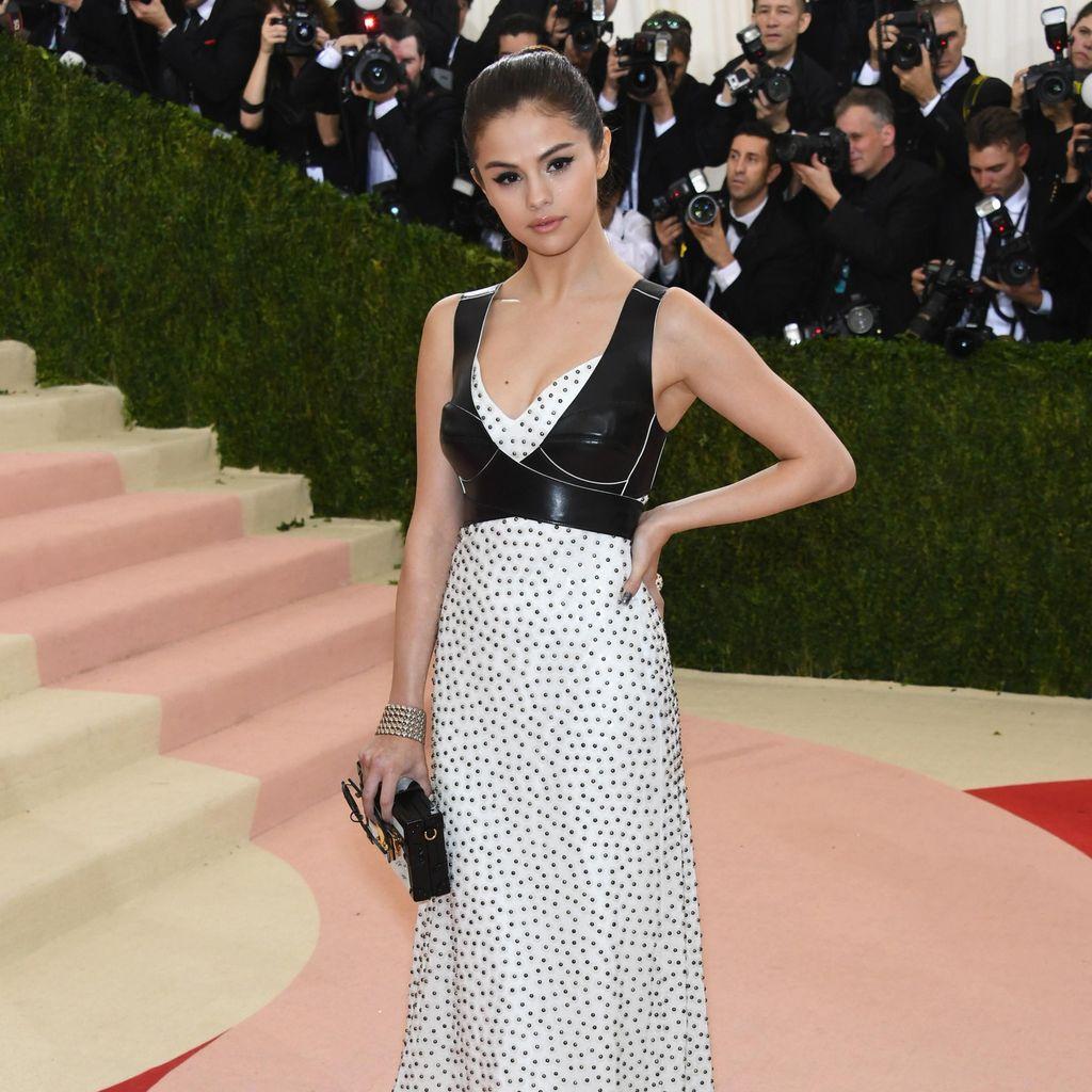 Selena Gomez Akan Sumbangkan Penjualan Tiket Konser untuk Penelitian Lupus