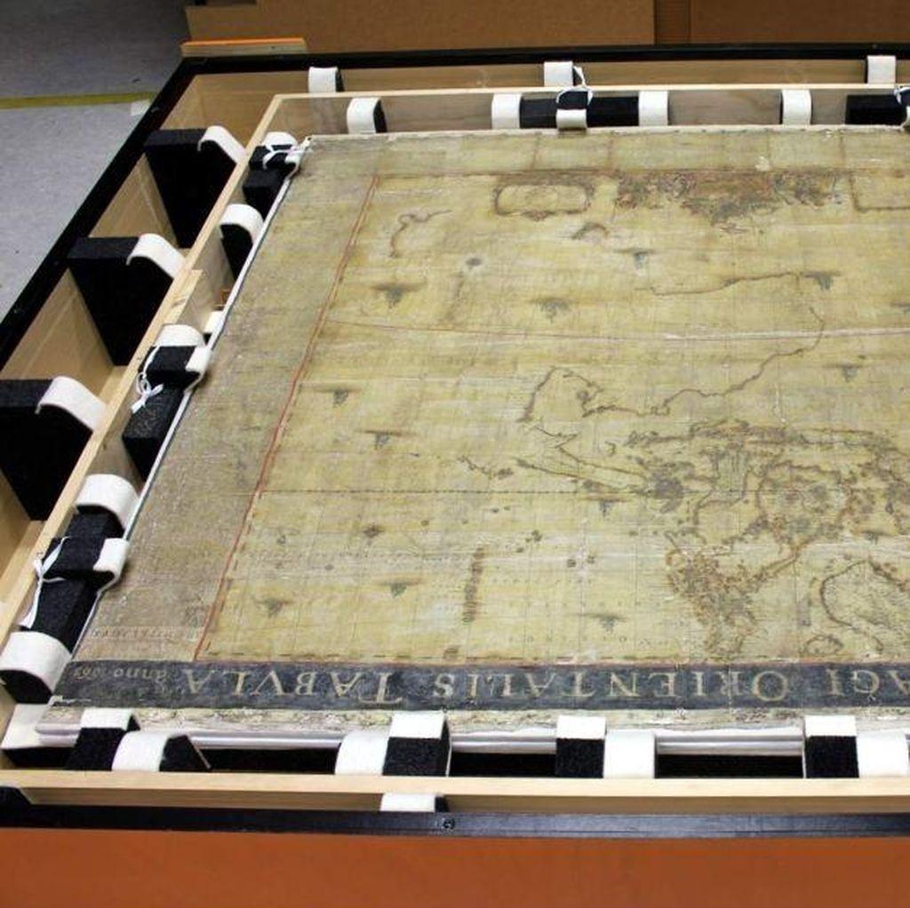Peta Asia dan Tasmania Berusia Nyaris 4 Abad Direhabilitasi di Universitas Melbourne