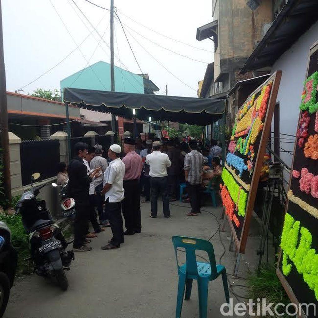 Pelayat Terus Berdatangan ke Rumah Duka Nurain, Dosen yang Ditusuk Mahasiswanya