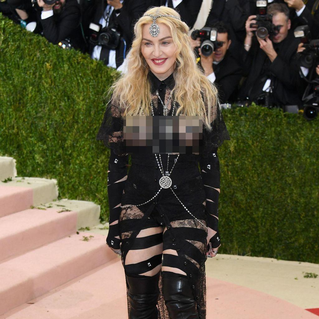 Kenakan Busana Ini ke Met Gala, Madonna Mengaku Susah Buang Air Kecil
