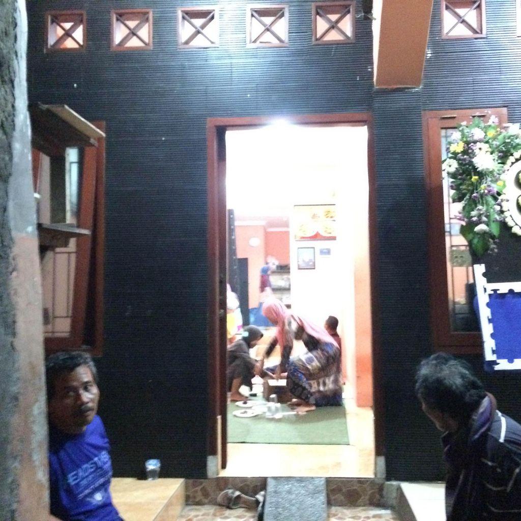 Pemilik Sate Padang Ajo Ramon Tutup Usia