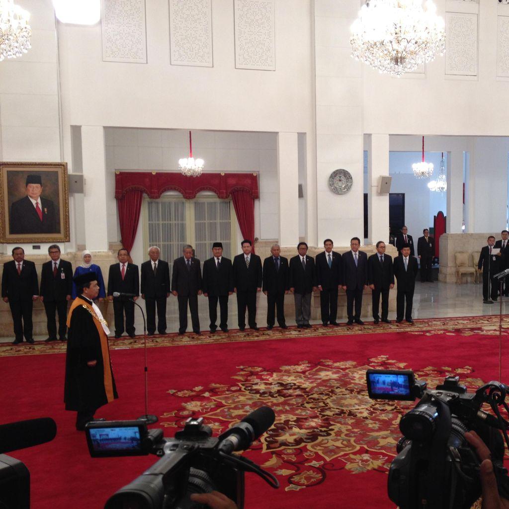 Syarifuddin Ucapkan Sumpah Jabatan Wakil Ketua MA di Depan Jokowi
