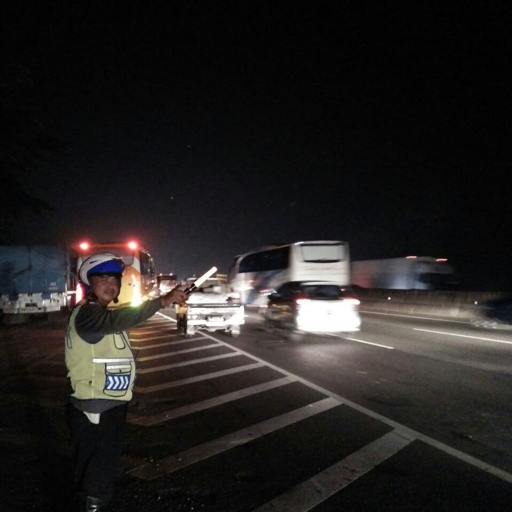 Pengunjung Makin Ramai, Polisi Terapkan Buka-Tutup di Rest Area KM 19