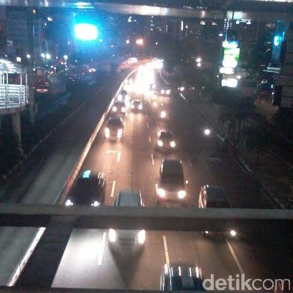 Arah Keluar Jakarta Macet Parah, Sudirman-Thamrin Relatif Lengang Malam ini
