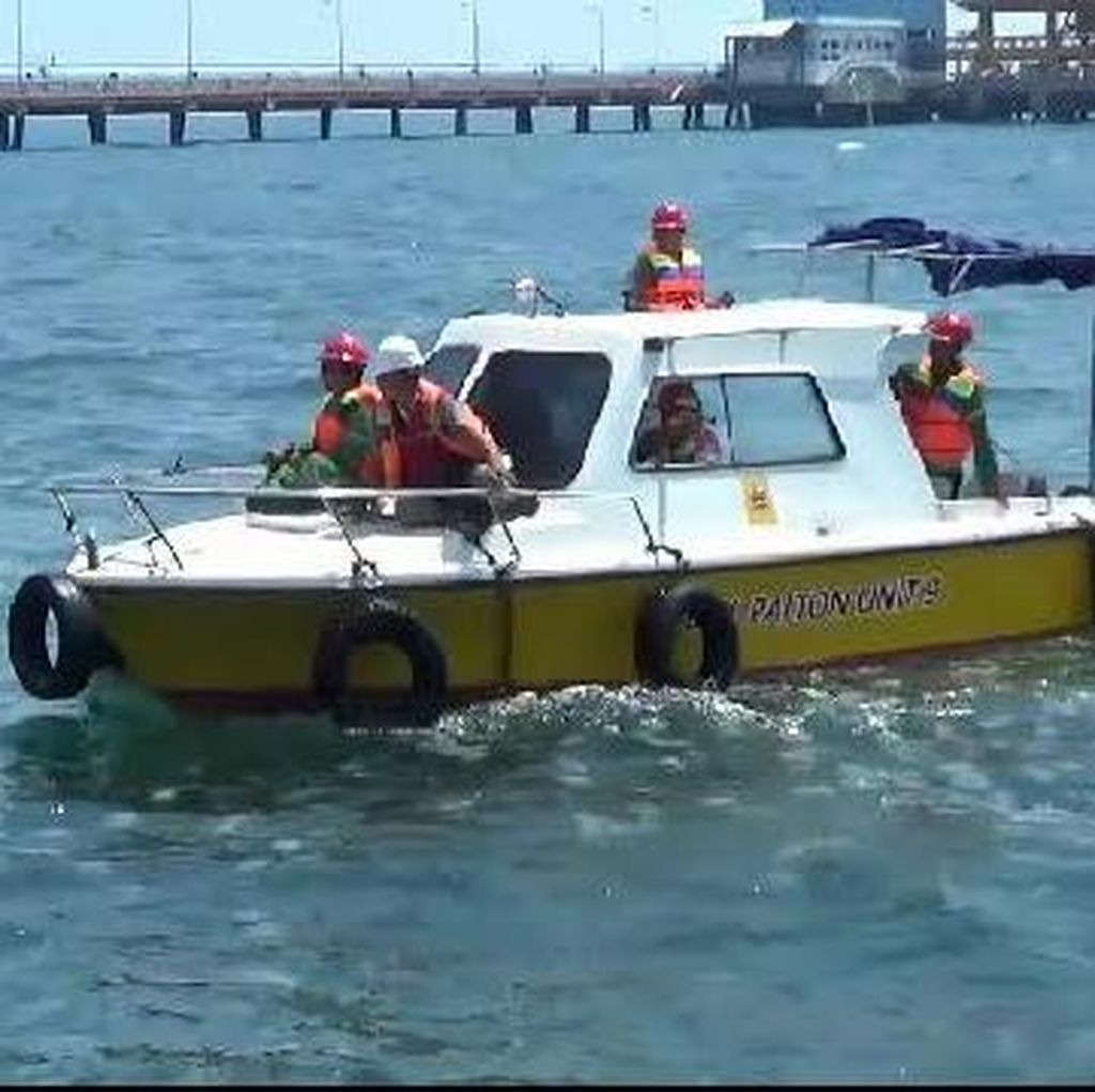 PLTU Paiton Patroli Perairan Probolinggo Pantau Ubur-ubur