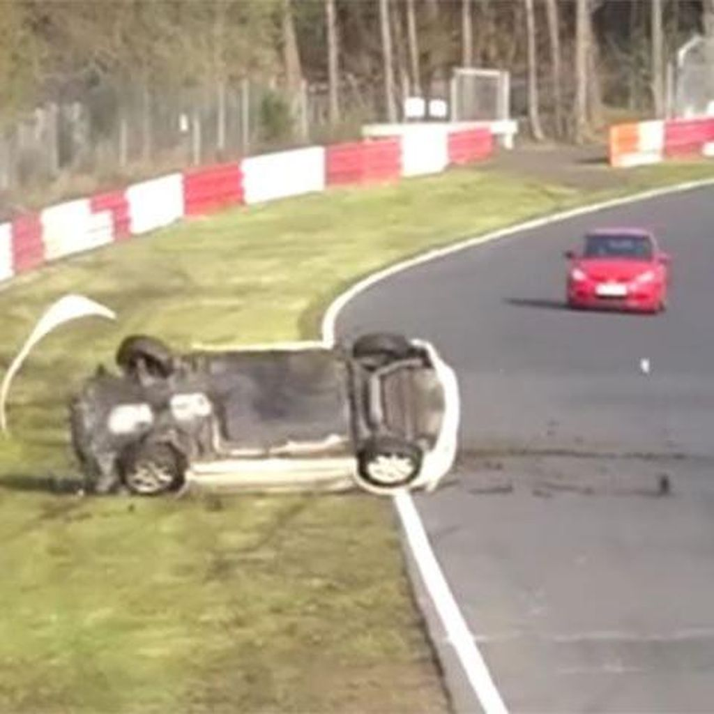 Ngeri, Honda Civic Type R Jumpalitan di Udara