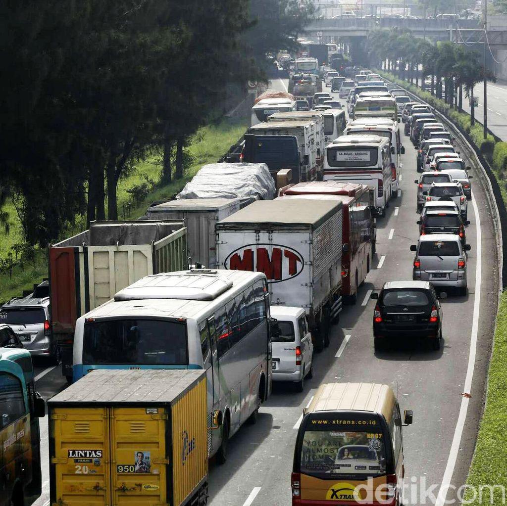 Kecelakaan Taksi Sebabkan Macet 1 Km di Gerbang Tol Bandara Soekarno-Hatta