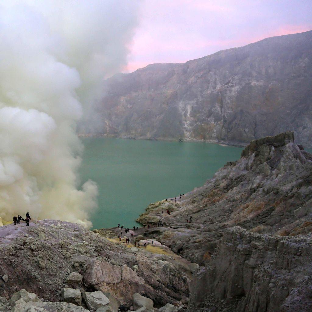 Long Weekend, Wisatawan ke Gunung Ijen Capai 3 Ribu Orang