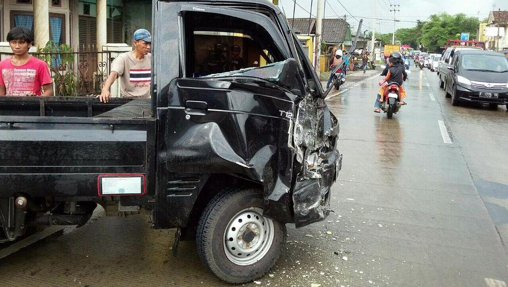 3 Kendaraan Kecelakaan Beruntun di Sukabumi, 1 Orang Terluka
